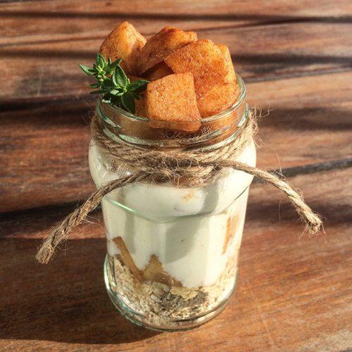 yogur con avena y manzana salteada con canela